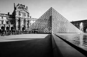Pyramide du Louvre by Logitw